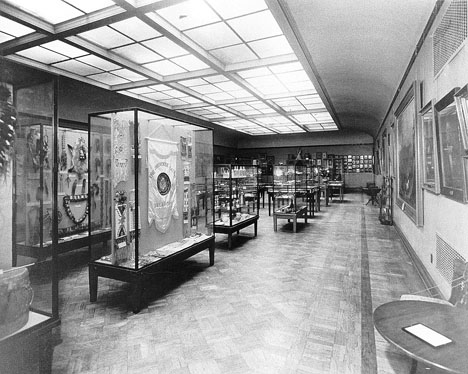 Photograph of early exhibits in cases